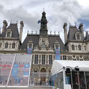 豪華な市庁舎