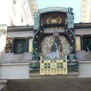 12時に12人の人形が見られるアンカー時計