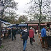 広場にあるマーケット