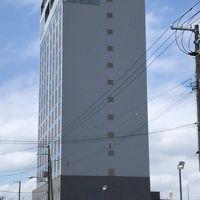 北海道なので広い土地にドーンと建っている。いやポツンとかも。