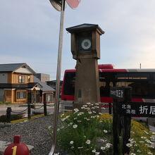 いにしえ街道の西の入口にたつ気圧計の柱