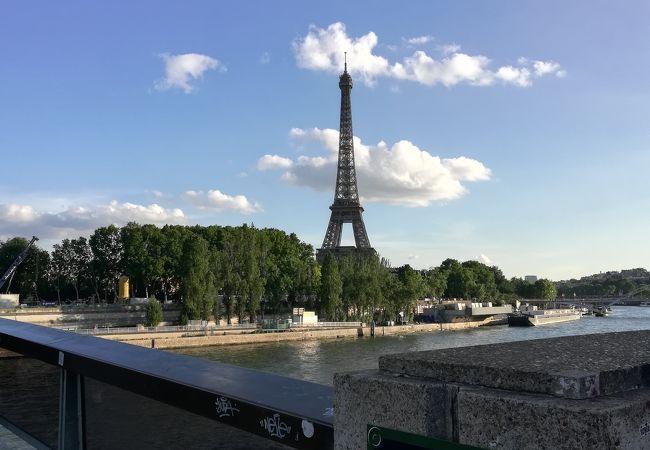 橋からエッフェル塔見えます
