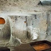 キリスト教徒が隠れ住んだ カイマルクの地下都市