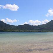 カルデラ湖独特のきれいな湖