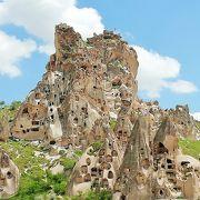 カッパドキアの巨大な岩窟城塞 ウチヒサール