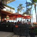 ビーチサイドのカジュアルレストラン