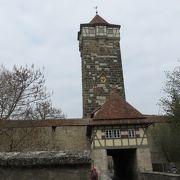 塔の下が通路と・・・