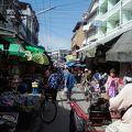 写真:メーソート市場