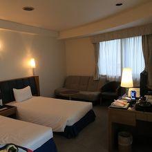 雰囲気の良いお部屋で、設備も充実しています。