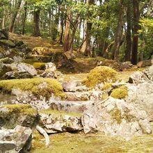 夢窓疎石の枯山水の石組み