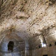 宮殿の地下室がみれます