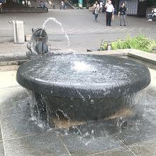 水が斜めに勢いよく出ており、子供に人気でした。