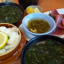 左が鯛の釜めし1000円、右が刺身定食1800円、味噌汁つき