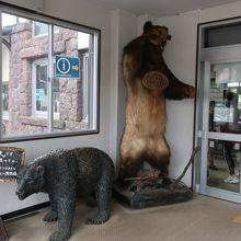 クマがお出迎え