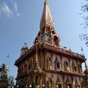 朝陽に輝く美しい寺院
