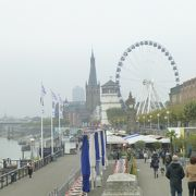 デュッセルドルフで見るライン川は源泉から743kmの距離にある。