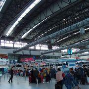 シェンゲン協定国への便はターミナル2です
