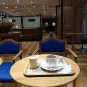 横浜駅にありながら、広々とした素敵なカフェ