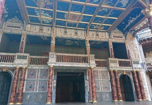 シェイクスピアの劇場の再現