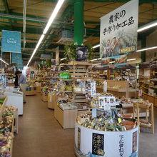ネギやこんにゃくなど特産品が多く販売されています