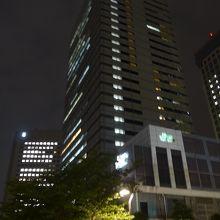 アイル内には沢山の高層ビルが並びます