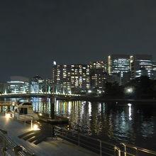 天王洲運河と品川方面の夜景