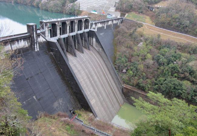 再開発工事として新丸山ダム建設が始まっています。完成の暁には湖底に沈んでしまうダム