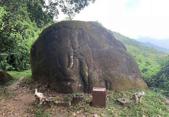 チャンパサック県の文化的景観にあるワット プーと関連古代遺産群