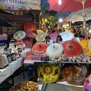 チェンマイ旧市街での大規模なマーケット