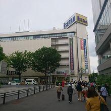 浦和駅西口のデパート