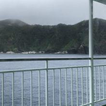 港に到着3分前の島の景色です。