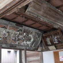 本殿に飾られた絵画