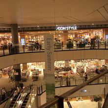 巨大なショッピングモール
