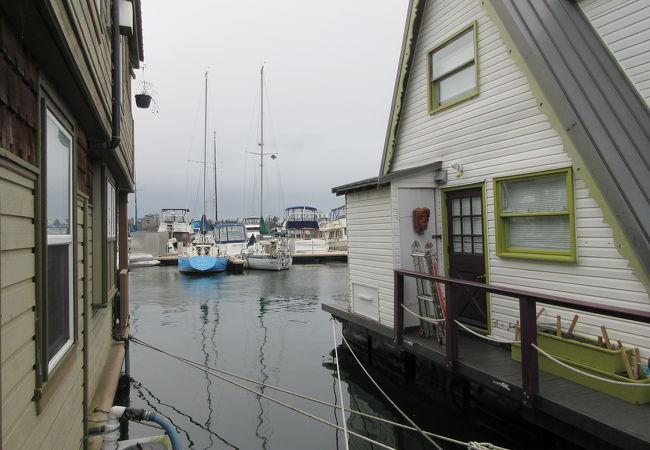 カナダ-ビクトリアのベイエリアに展開する漁業関係のアミューズメントエリア