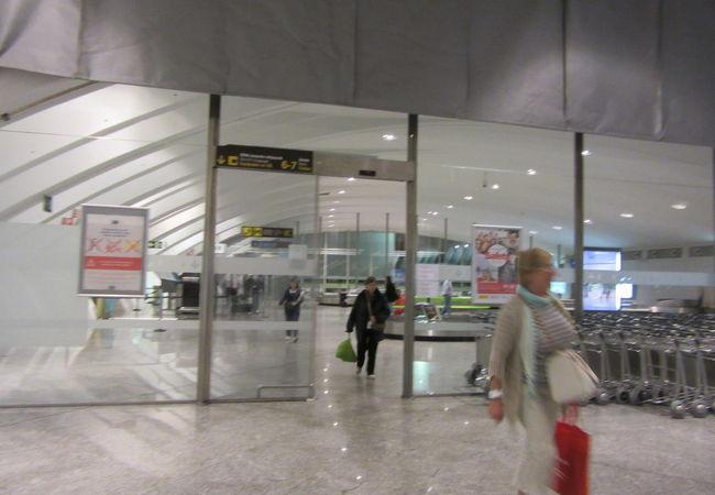 ビルバオの玄関口、シンプルな空港