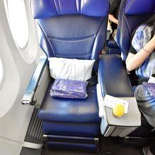 近距離の多くはB737-800を使用。座席は2世代前の旧型。
