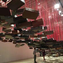 塩田千春「集積-目的地を求めて」