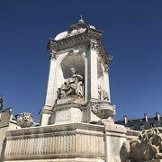 サンシュルピス教会にある広場