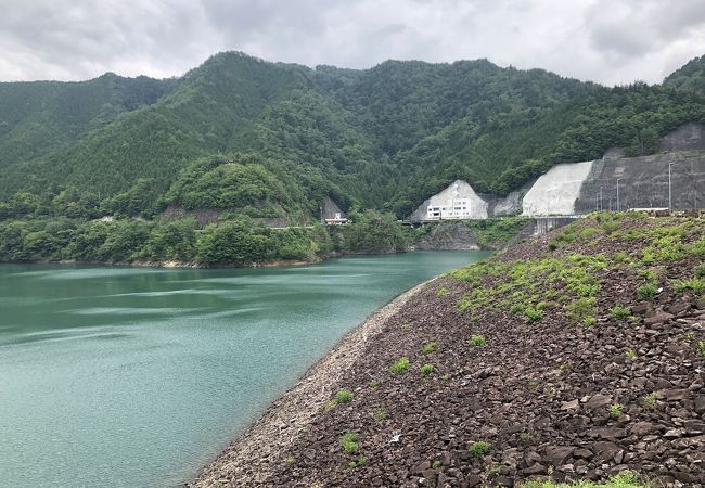 岩屋ダム (東仙峡金山湖)