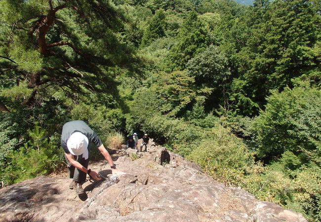 東登山口から霊山、嵩山に登りました