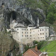大変珍しい洞窟城