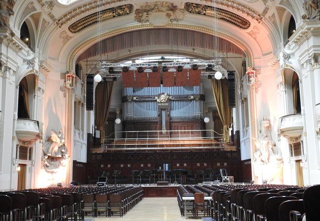 市民会館の中のホール