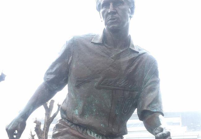 ジーコの銅像