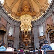 教会は無料で見学できました。