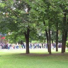 最初にアレクサンドロスキー庭園で見た切符売り場前の行列