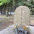 写真:大阪城 秀頼 淀殿ら自刃の地の碑