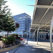 コインロッカーはターミナル向かいの駐車場棟にあります