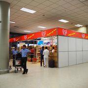 余った小銭を使えるような売店もあります「バンダラナイケ国際空港」