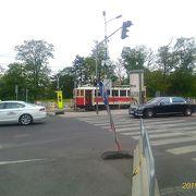 市内にたくさんの路線があり便利だが、なぜかカレル橋と市民広場に最寄り駅がない