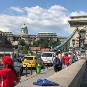 ドナウ川に架かるブタベストで一番有名な橋